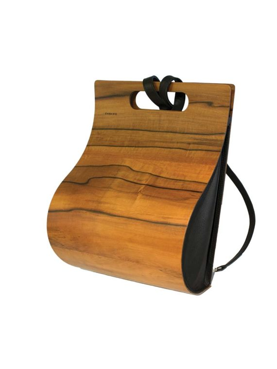 woodenfriend-holztasche-wooden bag-borsa in legno-lether-leder-pelle-made in italy-indian apple-indischer apfel-melo indiano-livestyle-lucy-BAELUCIA2